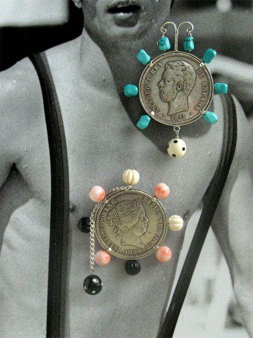 Dos-broches-monedas