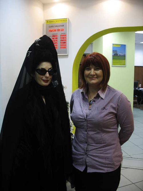 NDiane Pernet and Mirela Cozea branch manager @ Banca Romaneasca, Bucharest Calling copy