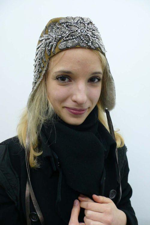 Silvia in Olivia Hainaut hat beige