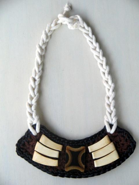 Camadiv Bib Necklace