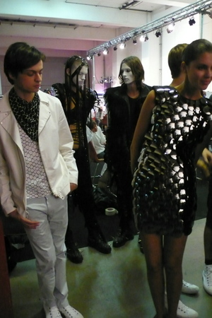 Models_back_stage