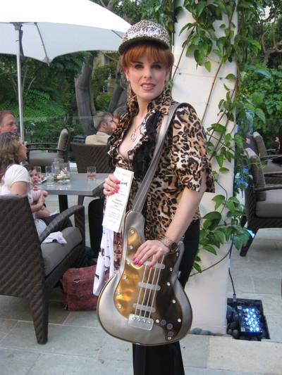 Guitar_woman_2