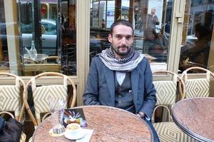 Julien_at_the_cafe
