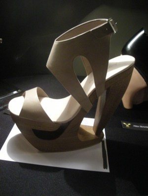 Sacha_golden_heel_award_01
