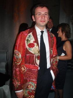 Party_redjacket_man